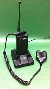 16 CHANNEL PORTABLE HAND HELD RADIO 438 470MHz mic charger |
