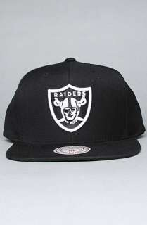 Mitchell & Ness The Oakland Raiders Logo Snapback Hat in Black