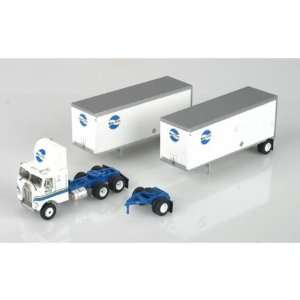 HO RTR Freightliner w/2 28 Trailers, Motor Cargo Toys